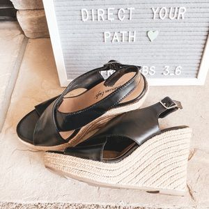 BOGO🙌🏻 American Eagle Black Sandal Wedges